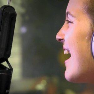 יונינה- אהבה (קליפ אולפן) ~ (Yonina- Ahava (Music Video))